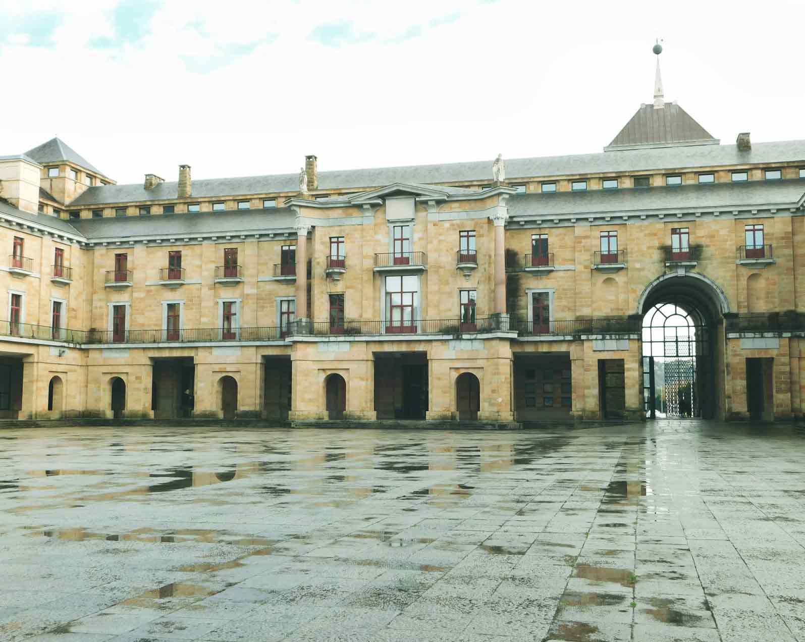 Laboral square