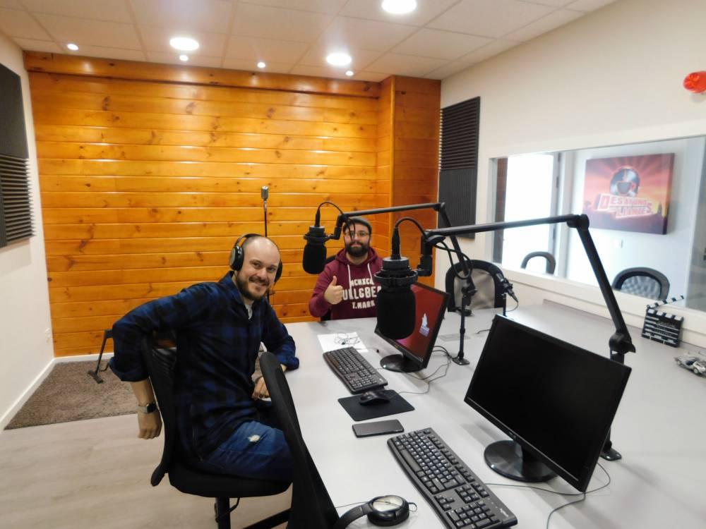 Radiostudio recording desayuno con liantes